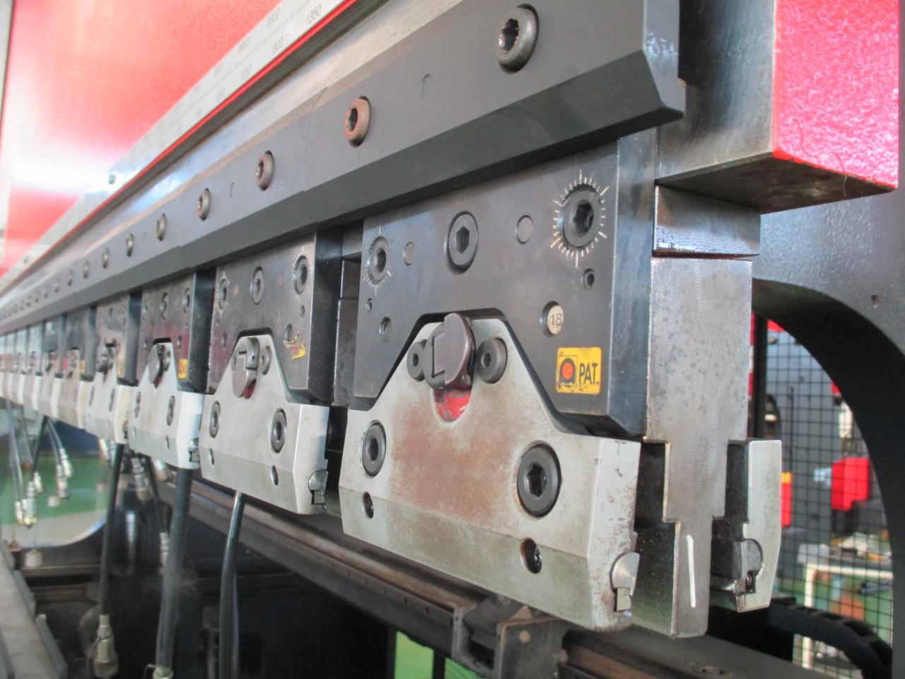 中間板(油圧クランプ)