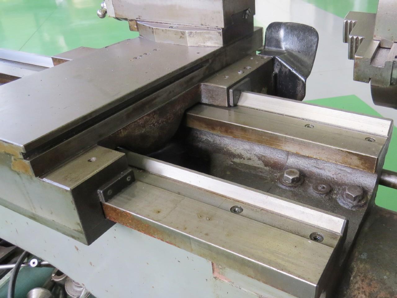 TSL-1300刃物台部アップ