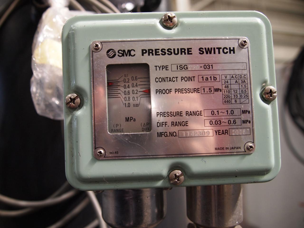 GB3748A-186付属のエアタンクの圧力スイッチ銘板
